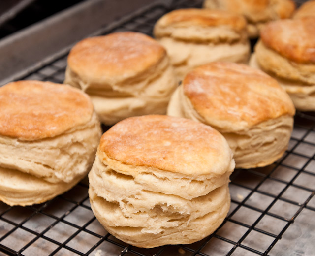 how to make southern buttermilk biscuits